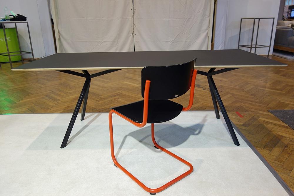 schreibtisch linoleum wohndesign und inneneinrichtung. Black Bedroom Furniture Sets. Home Design Ideas