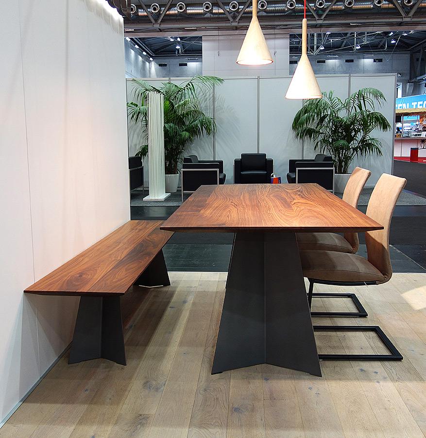 Tischmodell kt9 nussbaum eleganter esstisch f r den for Designer esstisch bank